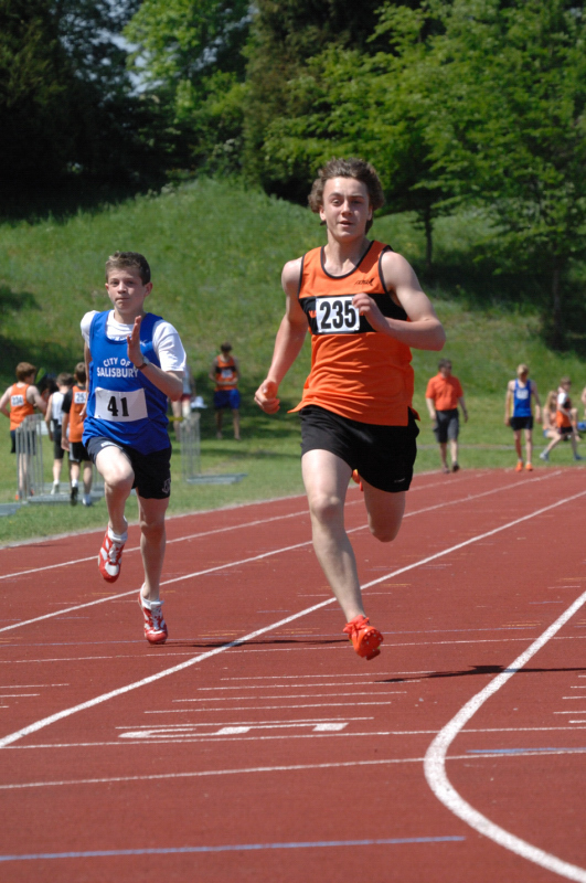 Oscar Bruce claimed second spot in the U15 400m