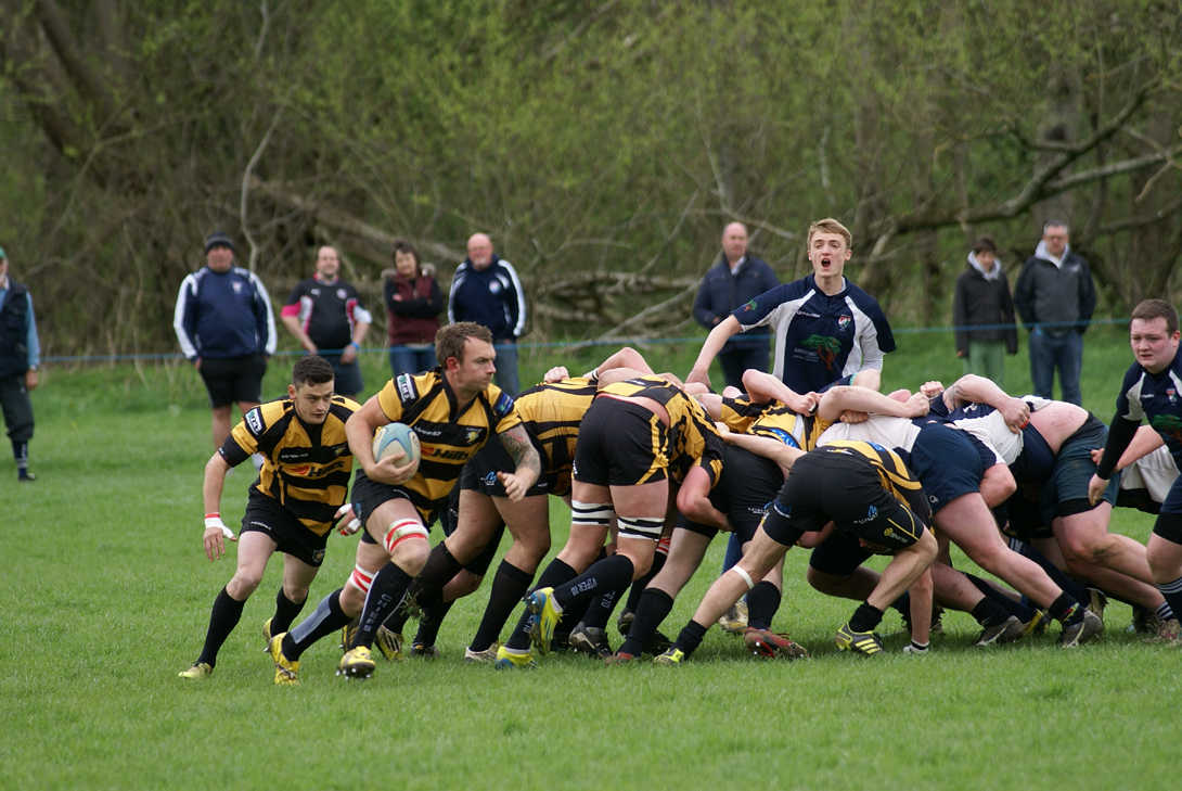 Jonny Mantle supported by Will Grant breaking from the back of a scrum