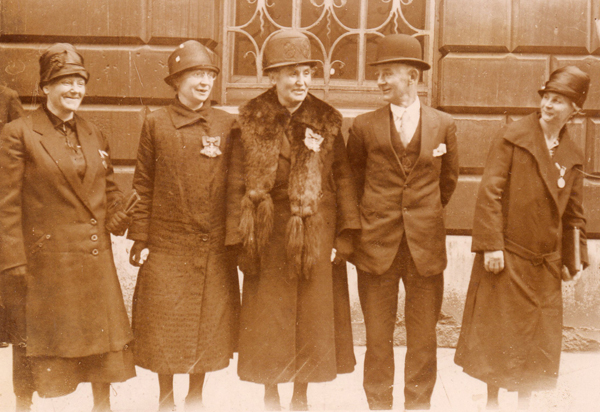 London, 1927: (l to r) Mme Baudhuin, Mme Angele Lesur, Mme Belmont-Gobert, Fowler, Mme Cardon.