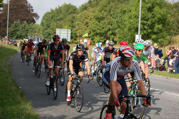 The peloton passes through Burbage