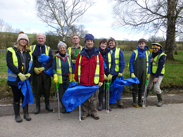 ARK litter pickers clean up the River Og