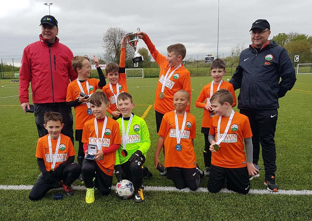 U9s with the North Wilts Youth Football League Cup Final trophy