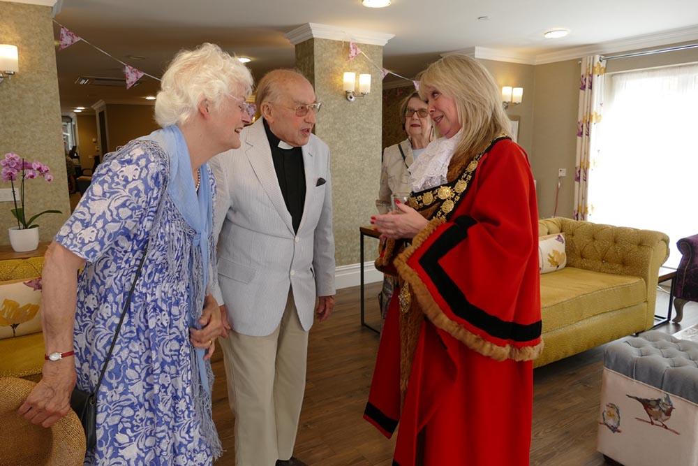 Mayor Lisa Farrell meets Brian and Sheila Green and Elisabeth Cross