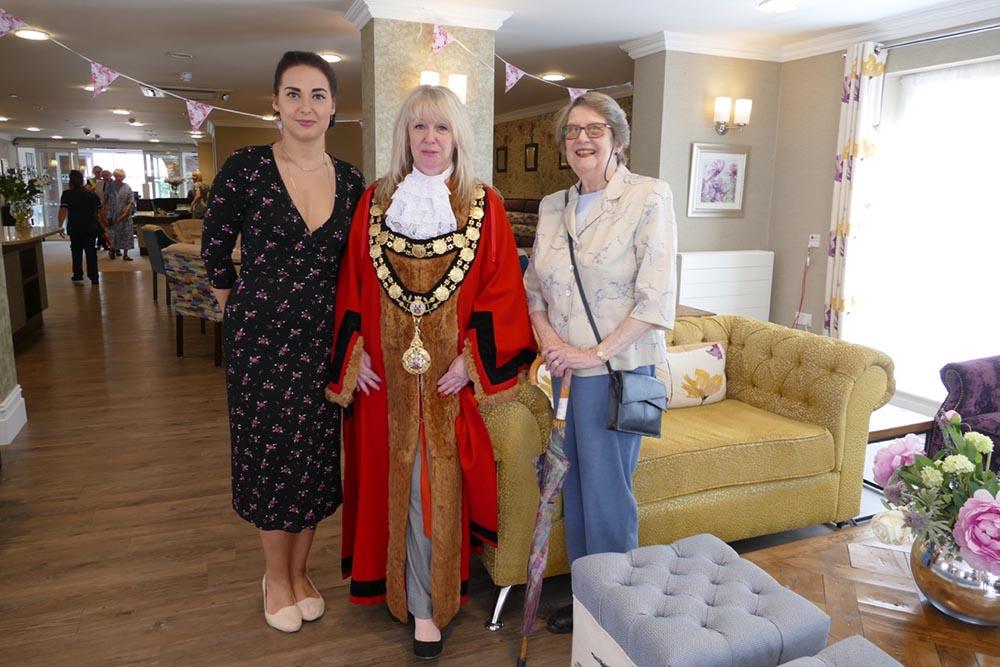Mayor Lisa Farrell with Headchef Ilona Tomza and Elisabeth Cross
