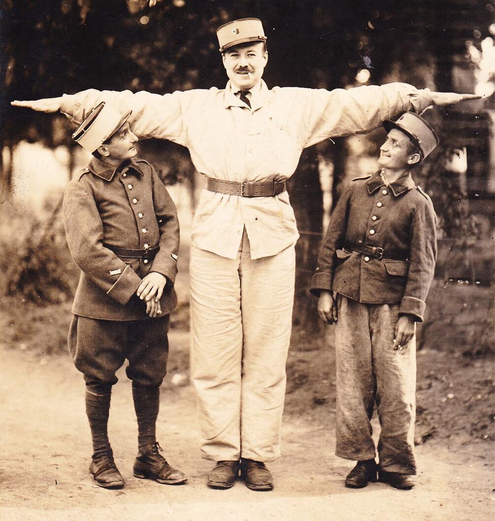 Jaques de Guelis demonstrating why the term 'Giant' was appropriate