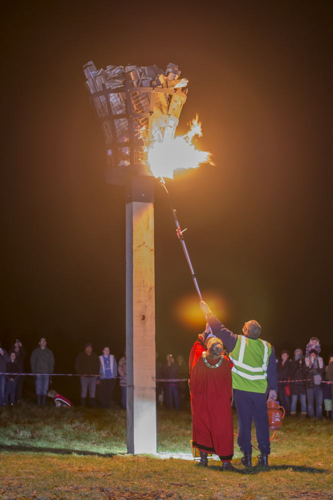 Mayor Lisa Farrell lighting Beacon