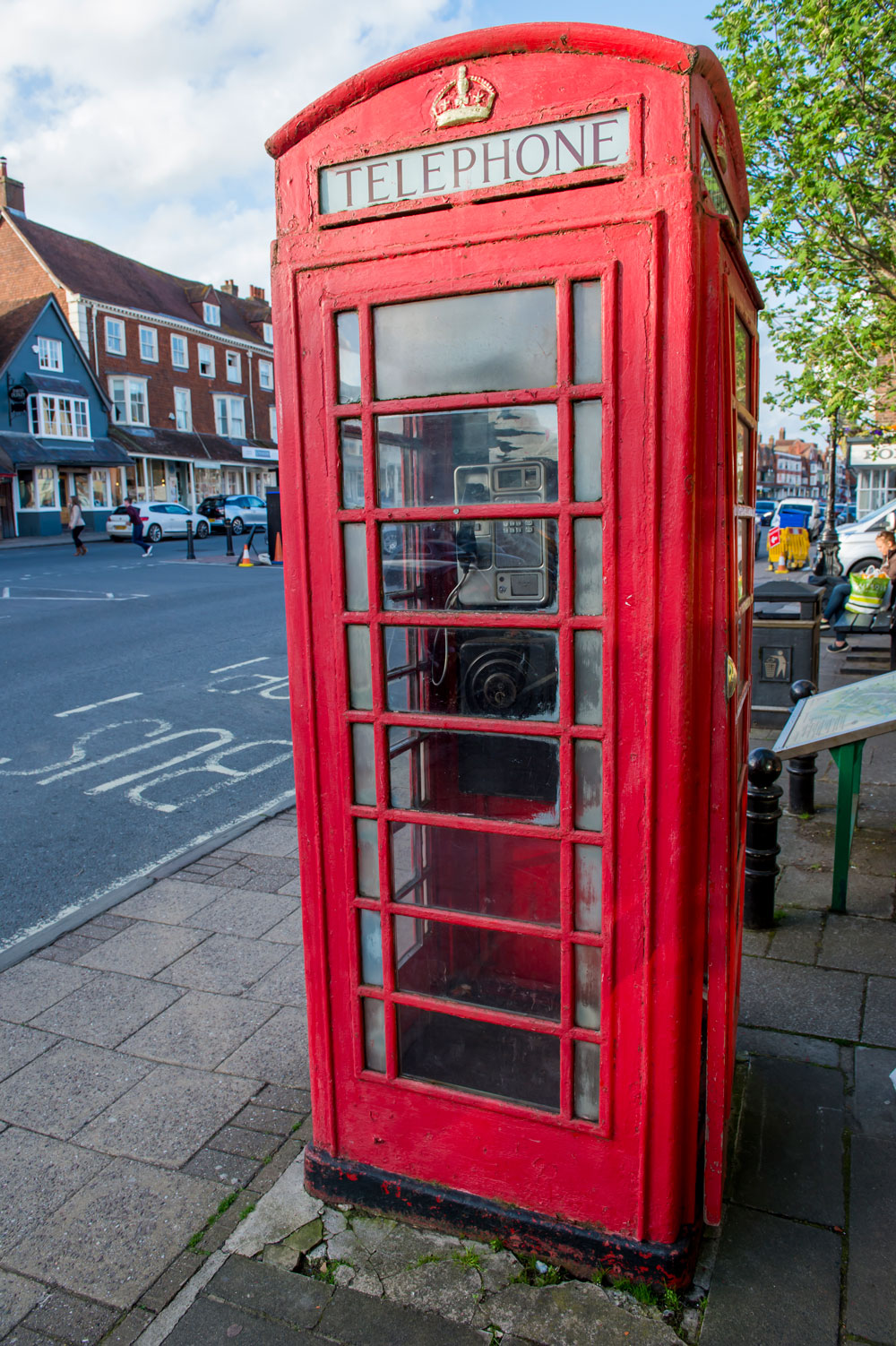 Telephone Box outside the Jubilee Centre in the High Street - in a state of disrepair