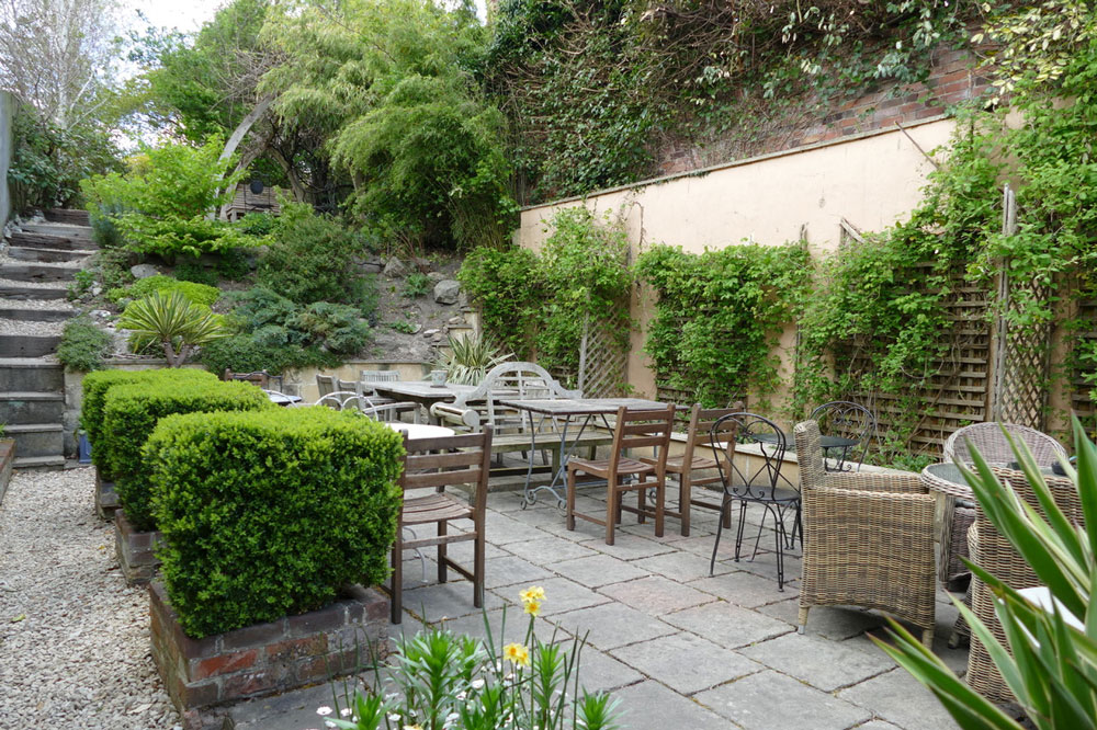 The garden and patio at Sarsens