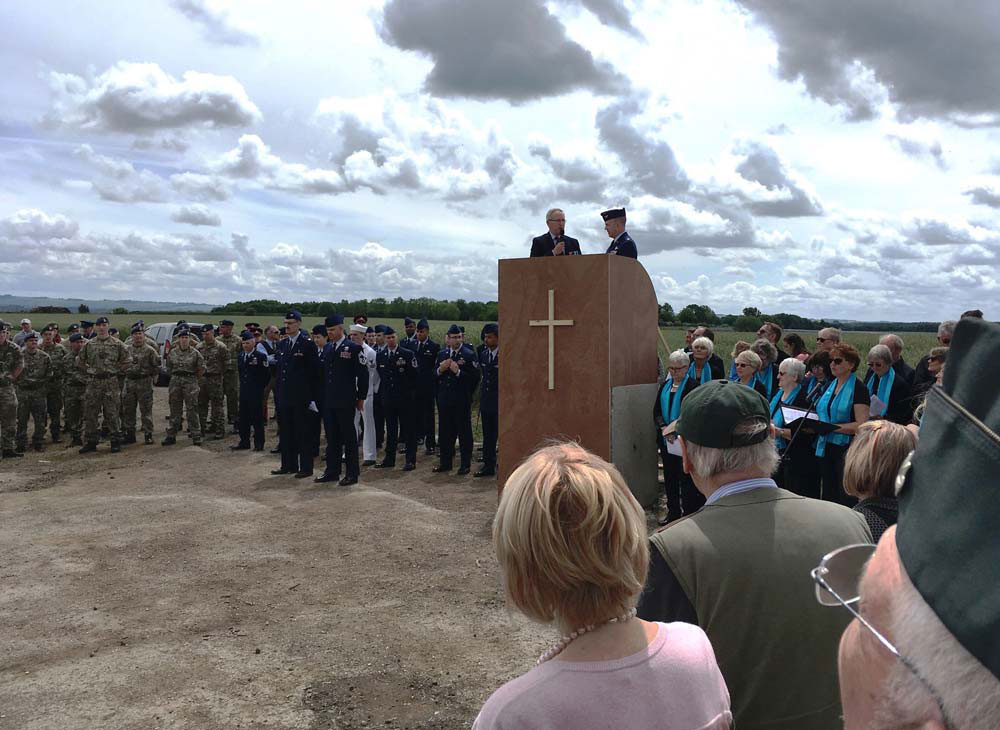 L to r: RAF Benson, The USAF 437thAirlift Wing, on the lectern Col. Mike Relph & Col. Patrick Winstead & alongsideThe Ramsbury Bella Voce Choir