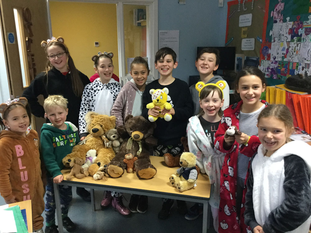 Kennet Valley pupils in pyjamas with teddy bears