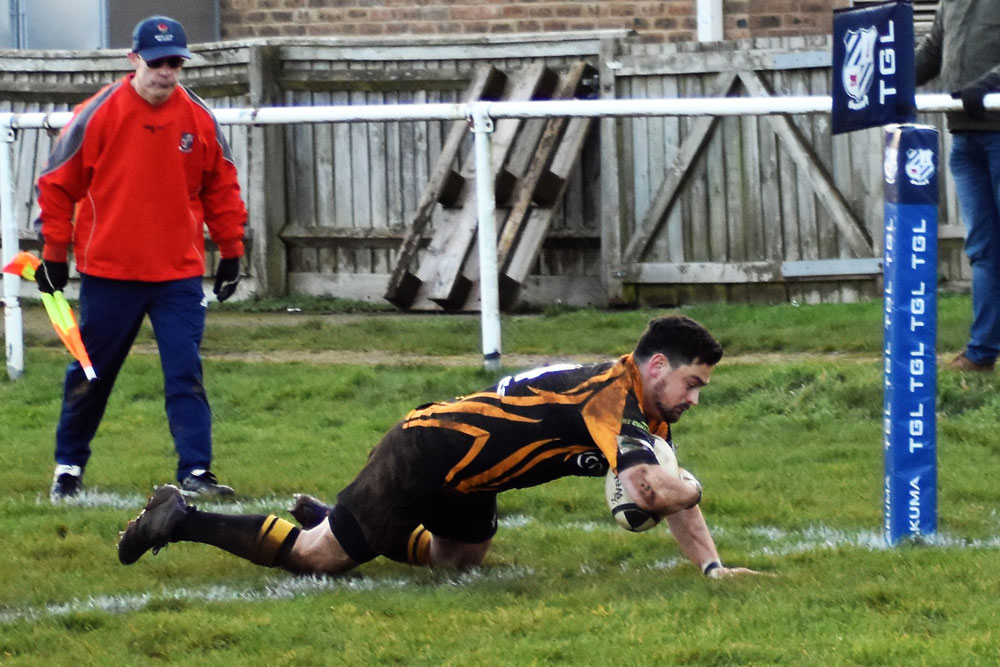 Will Grant scoring the try
