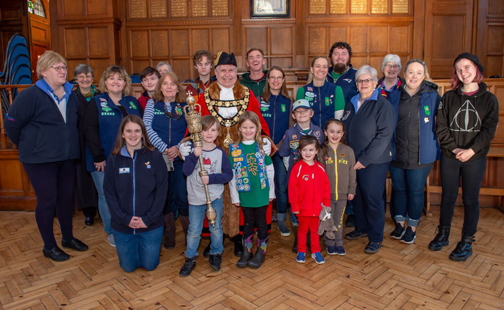 Marlborough (UK) Mayor surrounded by Scouts and families from both Marlboroughs
