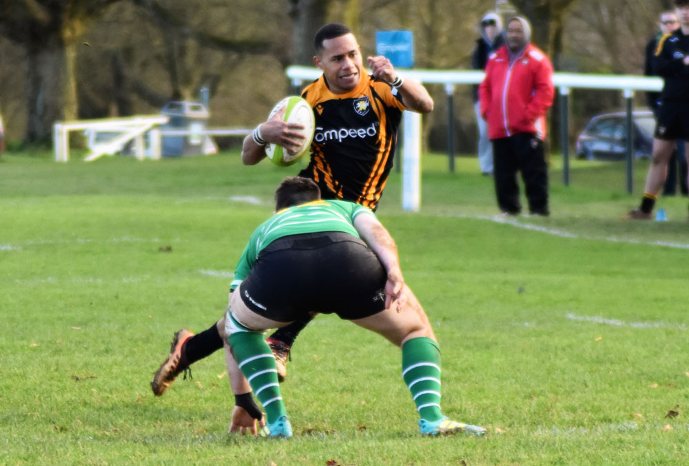 Ovini Tuitoga on his way to score the try