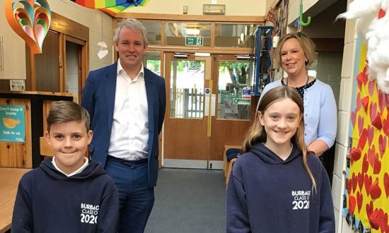 Danny Kruger MP with Zoe Garbutt, Principal of Burbage Primary School, and Year 6 pupils Alex and Penny